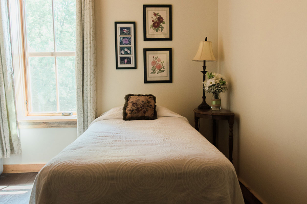 Room 4 twin bed