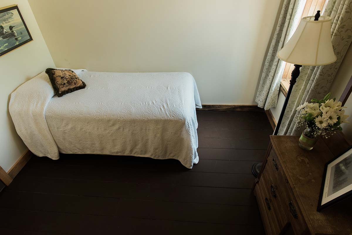 Room 7 twin bed