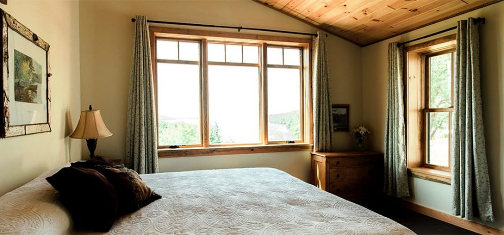Rooms with lake and mountain views